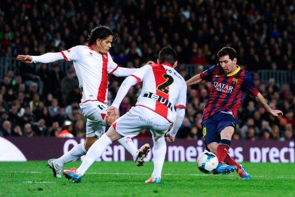 Antes Messi hizo un gol de lujo, tras un buen pase de Cesc, que culmin&o...