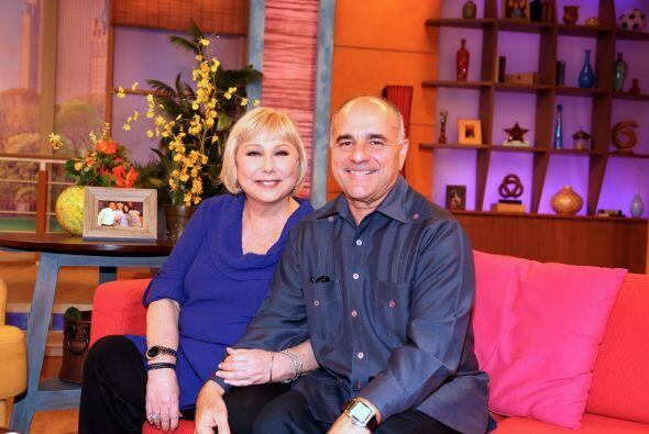 En su regreso a Univision no podía dejar de estar acompañada de su espos...