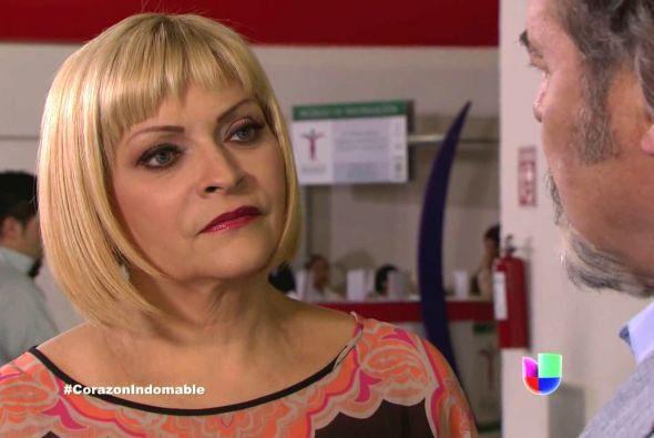 Carola lo recibe al señor Mendoza y de inmediato le pregunta si María Al...