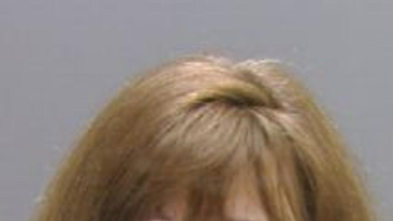 Anita Guzzardi se entregó a las autoridades en conexión al presunto robo...