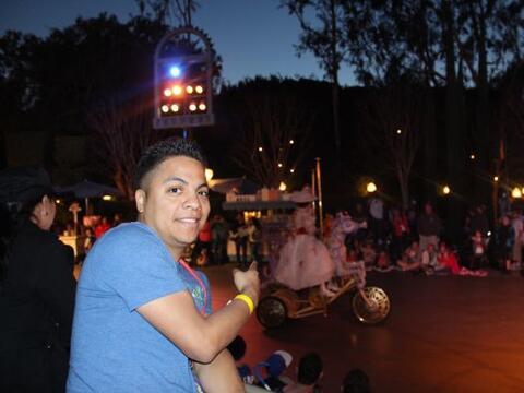 Danny Luna te comparte las fotos de los desfiles, shows, fuegos ar...