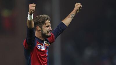 El campeón de Italia cayó en su visita a Génova con un gol de último min...