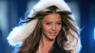 La modelo australiana se convirtió en madre de un pequeño varón.
