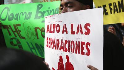 Un inmigrante durante una manifestación en Nueva York pide al gob...