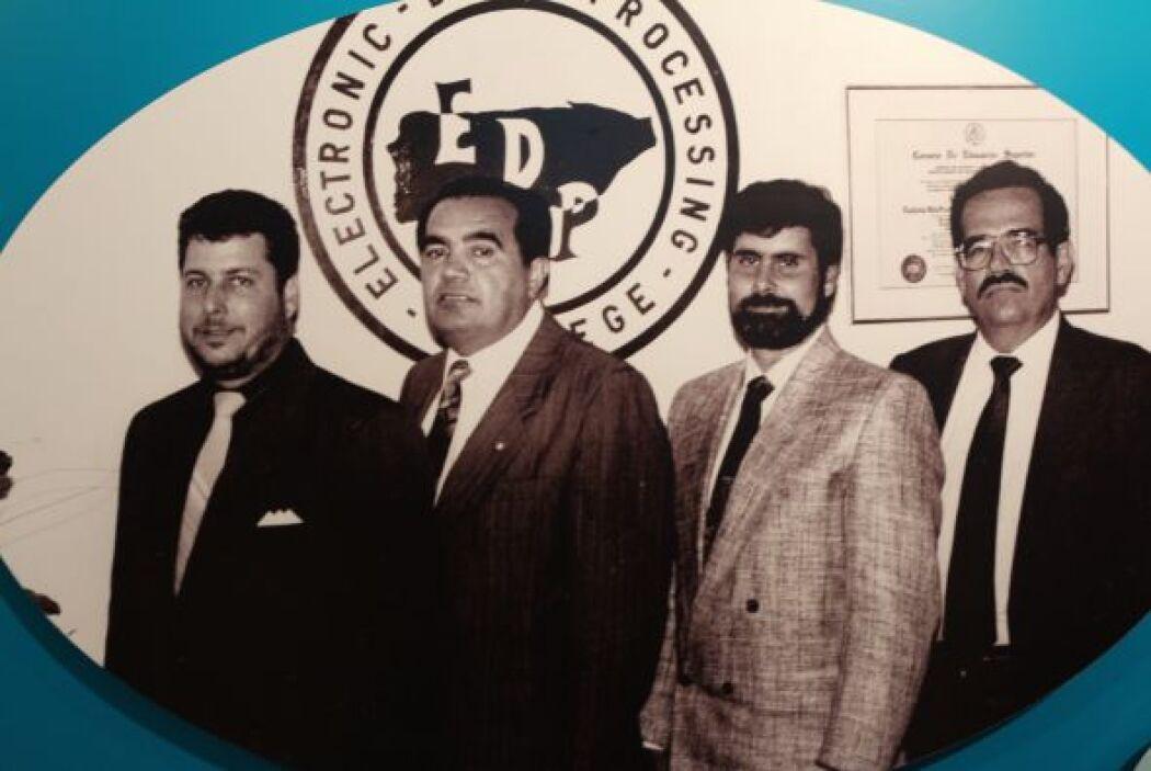 1990- Se ofrece en Puerto Rico la primera Maestría en Sistemas de Inform...