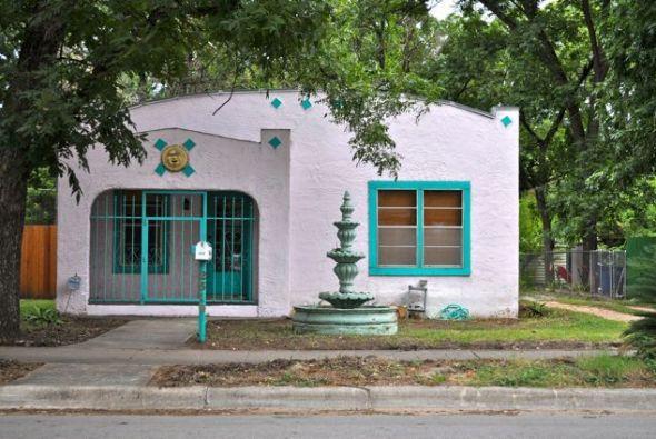 No es Tlalpan, ni San Angel, sino una vivienda tipo colonial mexicana ub...