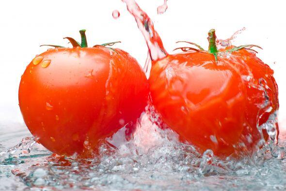 -Lava bien las frutas y verduras bajo agua corriente y use un cepillo pa...
