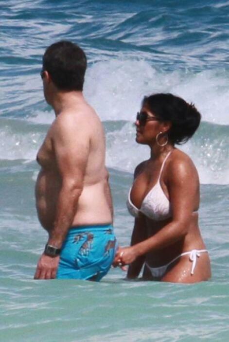 Aprovechó el calor de Miami y se fue a la playa. Más videos de Chismes a...