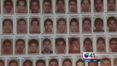 Padres de los 43 estudiantes piden ayuda en San Antonio