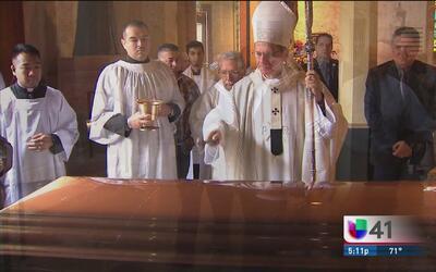 Fieles católicos en San Antonio dan el último adiós al arzobispo Patrici...