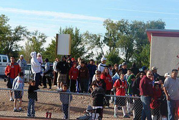 Temprano en la mañana, decenas de niños en Albuquerque lle...