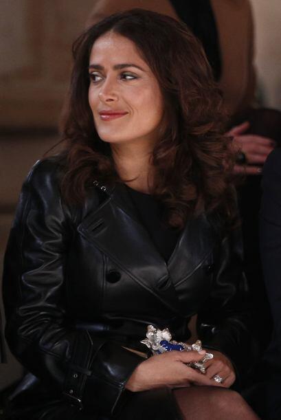 Salma Hayek  no podía  faltar a la semana de la moda. Se dej&oacu...