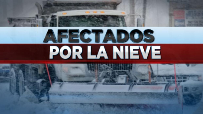 Nieve causa accidentes y apagones