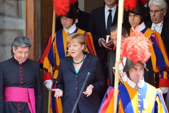 Cinco días después se reunió con la canciller alemana, Angela Merkel, de...