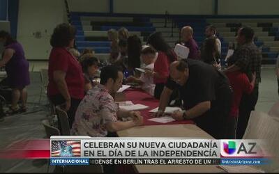 Festejan 4 de julio recibiendo ciudadanía