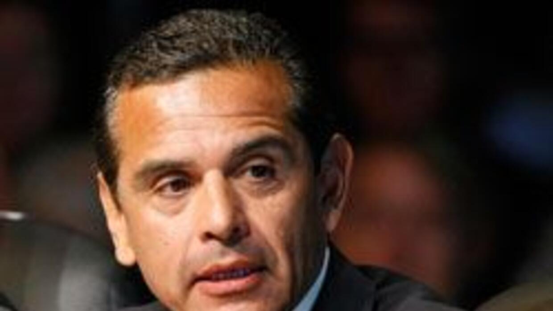 Villaraigosa propuso suspender algunos servicios en LA dos dias a la sem...