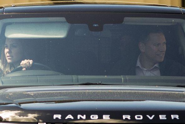 La Duquesa de Cambridge salió manejando ella misma un Range Rover, como...