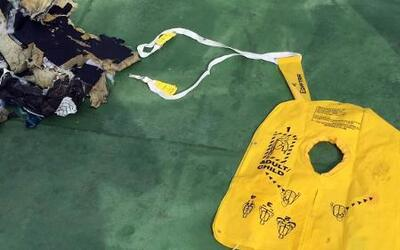 Video de los primeros restos del avión de EgyptAir