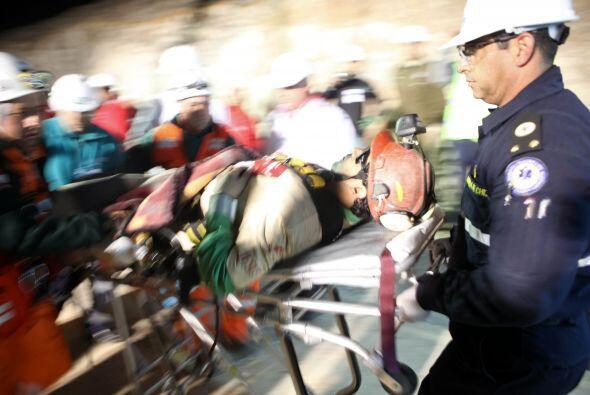 Los mineros rescatados de la mina San José en el norte de Chile, ya reci...