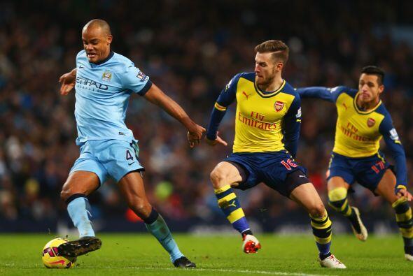 La estrategia de Pellegrini  no surtía efecto y Arsenal seguía cómodo co...