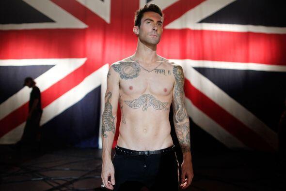 Adam Levine, vocalista del grupo Maroon 5, estrenó el videoclip d...