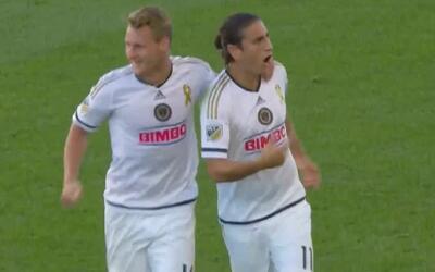 Hermoso globito de Alejandro Bedoya para anotar su primer gol en la MLS