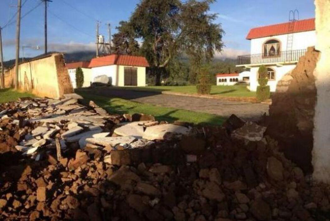 Derrumbe de un muro en un Instituto de enseñanza de Agua Viva Quetzalten...