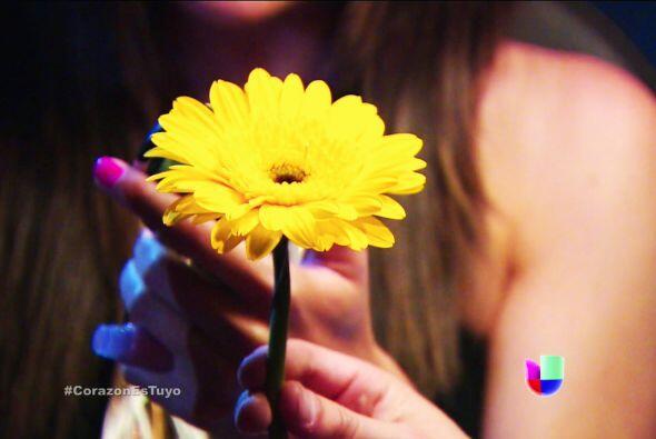 ¡Eres todo un romántico! Esa flor dejó a Ximena muy sorprendida.
