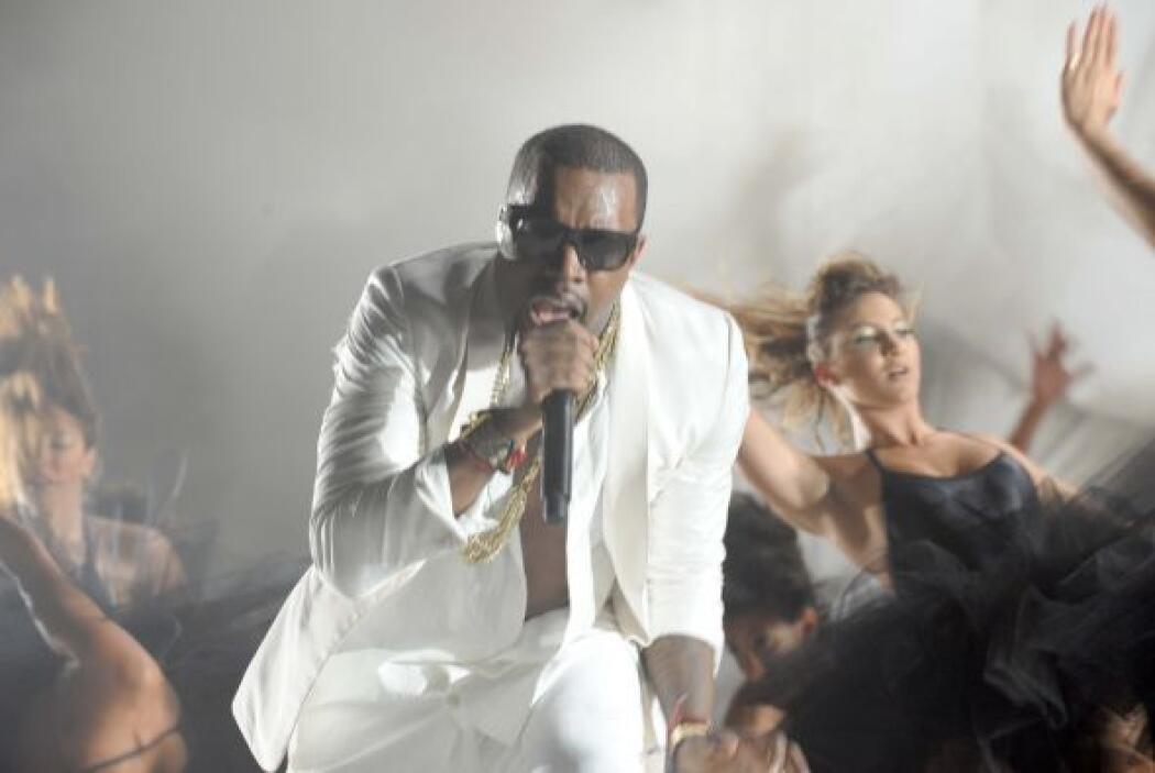 8.- Kanye West: Además de cantar, sabe tocar varios instrumentos y es pr...