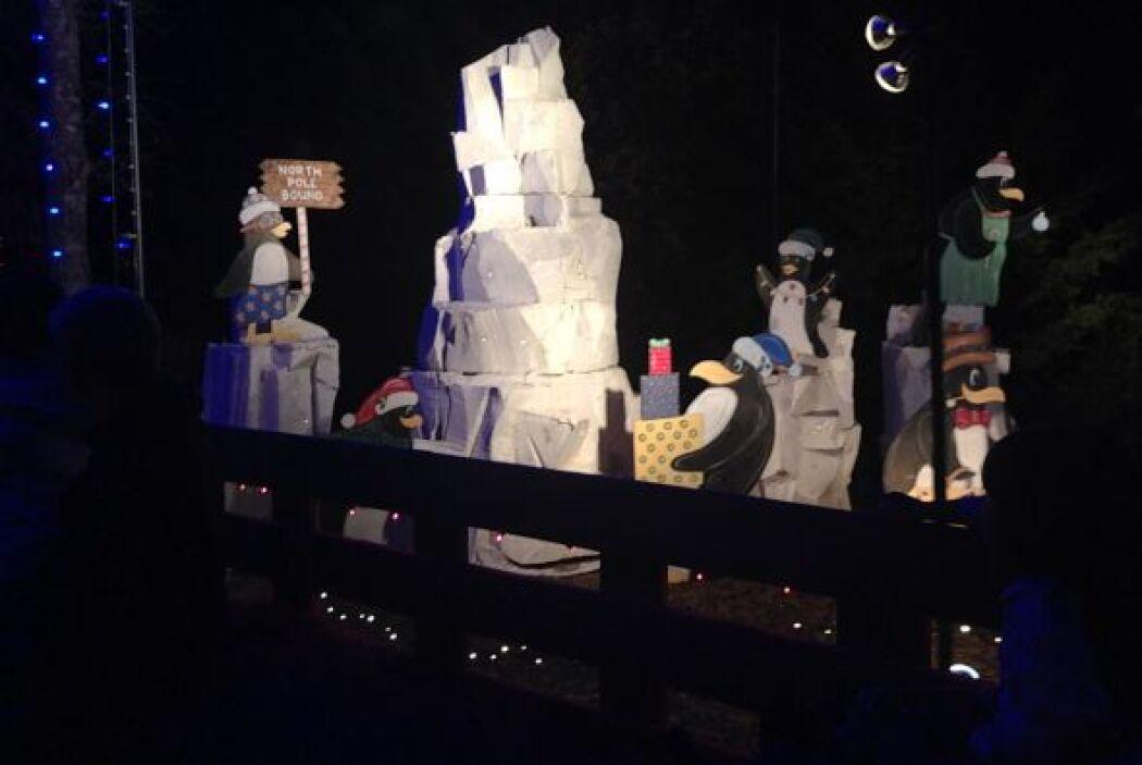 Envuelven regalos y ponen las decoraciones a los glaciares.