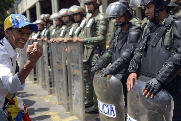 Miles de soldados y policías han salido a las calles de Venezuela para d...