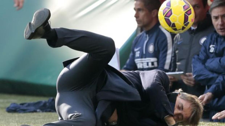 El italiano recibió un balonazo de parte de su jugador.