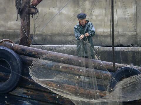 Un pescador surcoreano que fue secuestrado en los años 70 por Cor...
