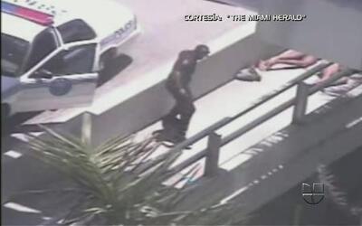 Acto canibal captado por las cámaras de vigilancia en las calles de Miami
