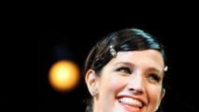 La actriz y cantante está casada con el bajista de Fall Out Boy, Pete We...