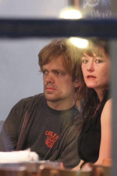 Peter Dinklage y su esposa han sido fotogarfiados en varias ocasiones di...
