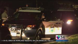 Hombre esposado y borracho robó una patrulla y se dio a la fuga