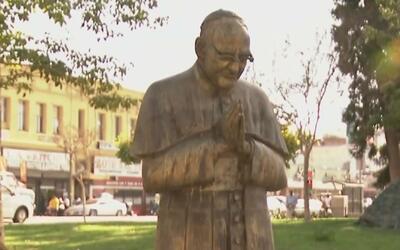 Salvadoreños en Los Ángeles conmemoran el aniversario número 25 de la fi...