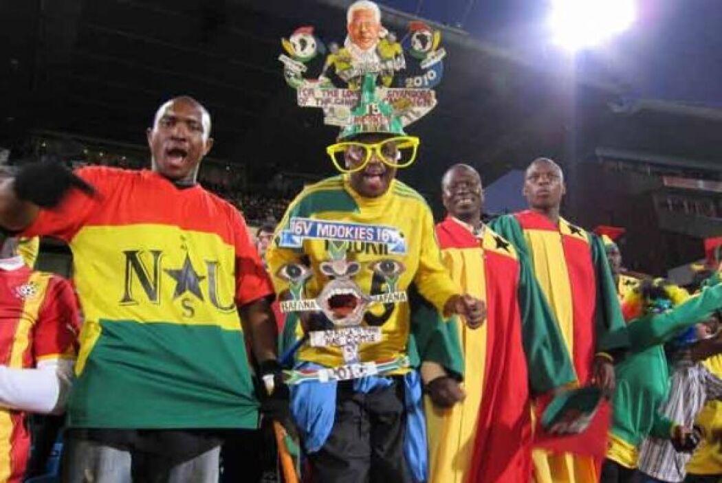 El Mundial Sudáfrica 2010 se vive con alegría desde las tribunas.