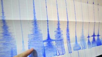 Cuando las placas avanzan, se produce un terremoto.
