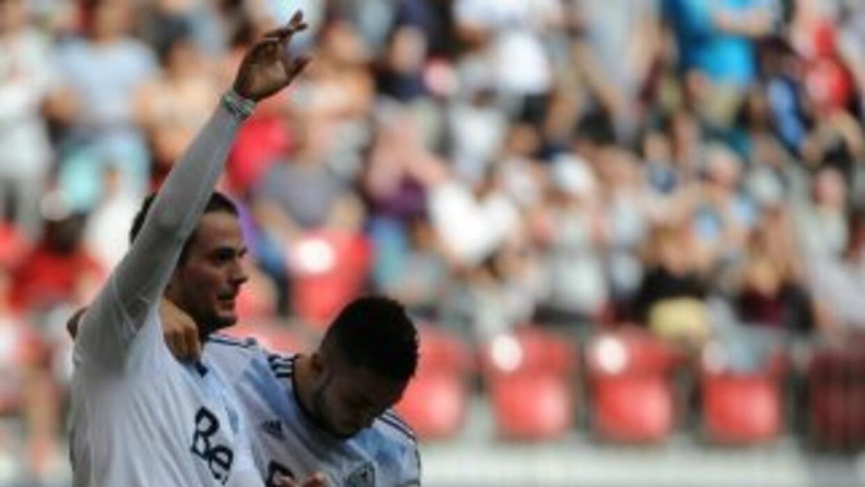 Octavio Rivero y Pedro Morales celebran un gol con Vancouver Whitecaps