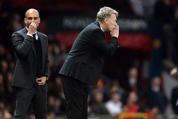 Los técnicos Josep Guardiola y David Moyes daban indicaciones, vi...