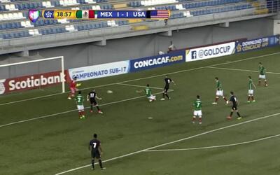 Estados Unidos aprovechó un rebote y marcó el 2-1
