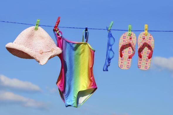 Hazle lugar a las nuevas prendas empacando la ropa de verano. Desp&iacut...