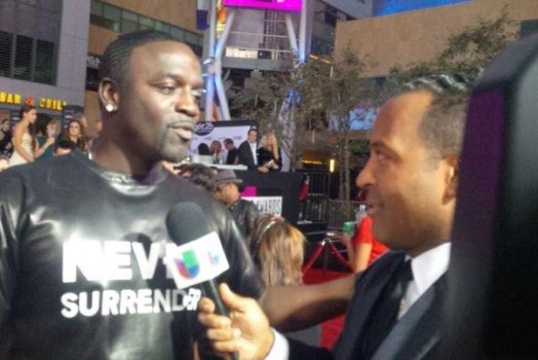 Tony también entrevisto a Ikon