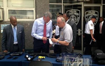 El NYPD tendrá 1,300 nuevas patrullas con paneles antibalas.