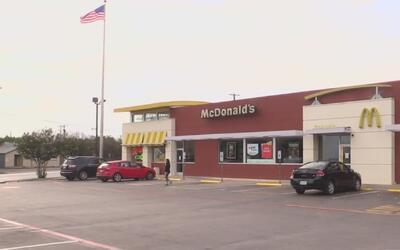 Arrestan a un hombre acusado de haber asaltado un restaurante en Fort Worth