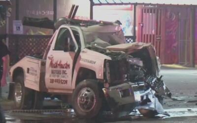 Muere el conductor de una grúa al estrellarse con un camión recolector d...