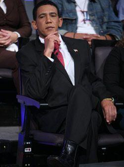 El presidente se acomodó y se divirtió de lo lindo en el s...