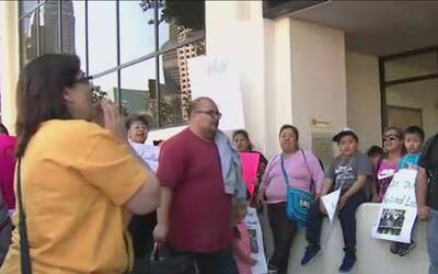 Padres de familia piden al Distrito Escolar de Los Ángeles cerrar las es...